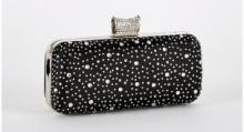 Musta hardcase clutch somisteella