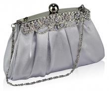 Silverfärgad satinclutch med kristalldekor