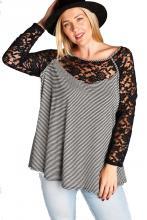 Svart-grå randig tröja med spets