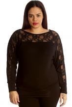 Musta oversize paita pitsillä