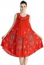 Röd klänning med fjärilar