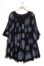 Svart-blommig tunika-poncho